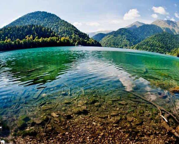 Озеро-Рица-в-Абхазии