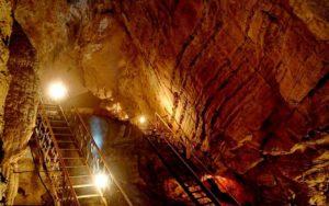 Воронцовские-пещеры-в-Сочи-фото-экскурсии