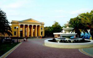 Здание летнего театра в Сочи