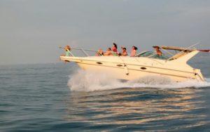 Морские прогулки в Сочи и аренда яхт